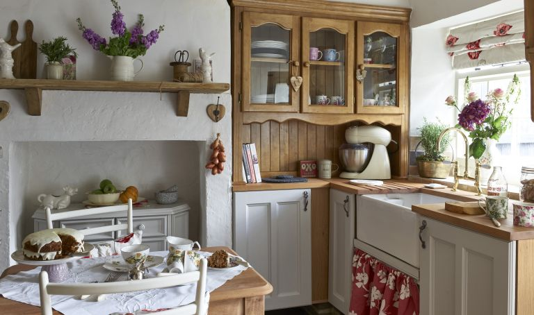 Be Your Own Designer Learn How To Antique Kitchen Cabinets